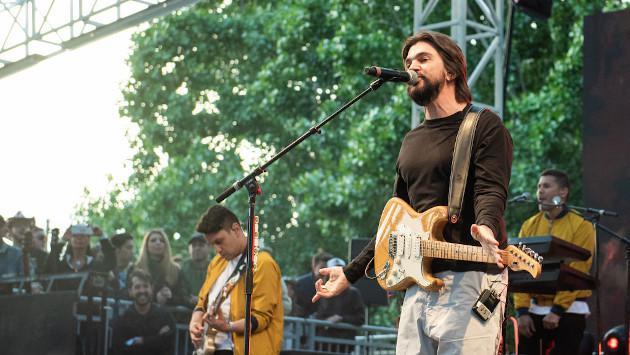 Juanes recuerda sus inicios en la música con este video