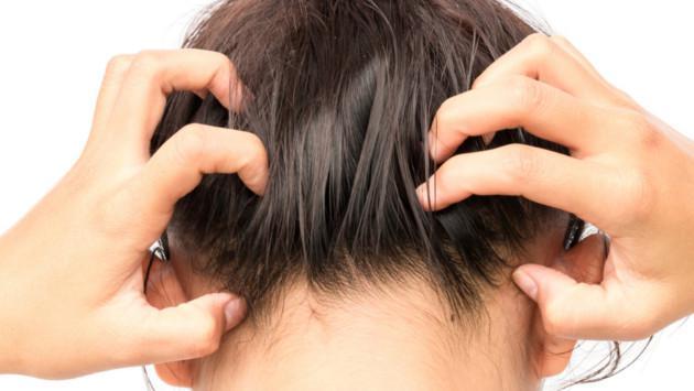 La importancia de exfoliar el cuero cabelludo