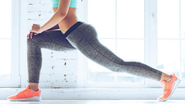 La postura de yoga que te ayudará a tonificar tus piernas y glúteos