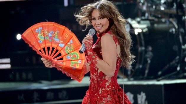 Thalía se 'envolvió' para ser tu regalo en el 2019