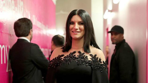 El momento acústico de Laura Pausini en su gira enamora a los fans