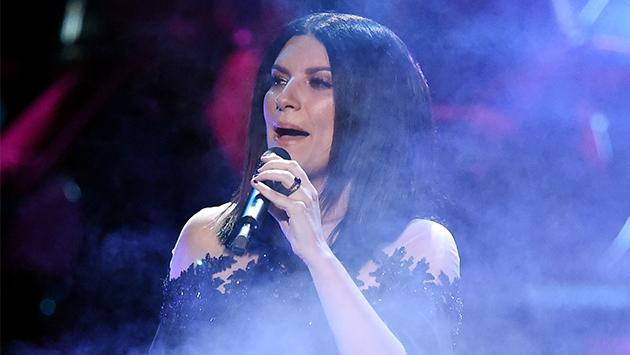 Laura Pausini celebra el aniversario de su sencillo 'Como si no nos hubiéramos amado' con un video inédito