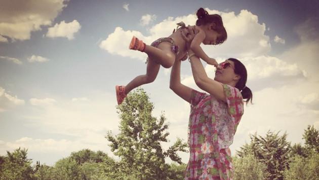 Laura Pausini muestra a su hija Paola en nuevo video