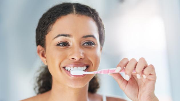 Lavarte los dientes ayuda a prevenir problemas cardíacos