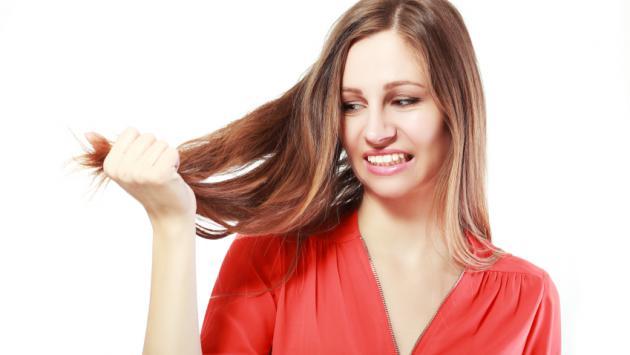 Limón y huevo para recuperar el cabello seco y sin brillo