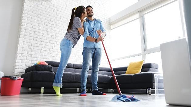 ¡Lo dice la ciencia!: Los hombres que realizan las tareas del hogar son más atractivos