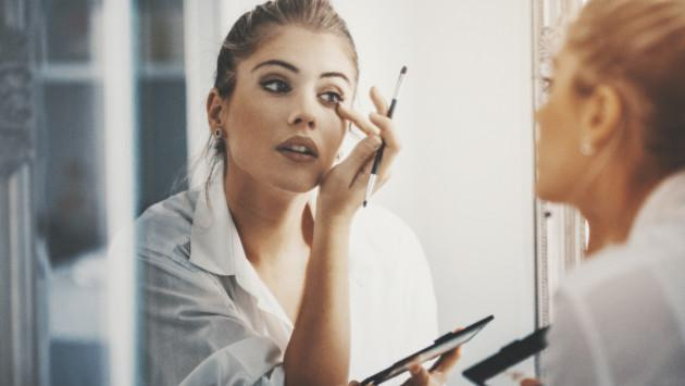 Los mejores tips para retocar tu maquillaje sin arruinarlo