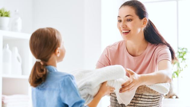 Los niños que ayudan con los quehaceres del hogar serán más exitosos, revela experta