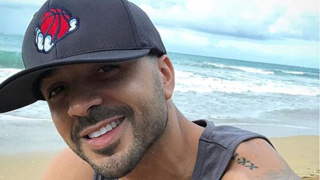 Luis Fonsi disfruta de las playas de Puerto Rico previo a su concierto