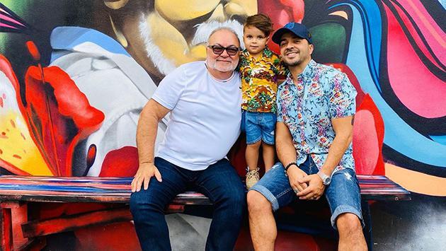 Luis Fonsi recomienda a sus fans aprovechar la cuarentena para rodearse de la familia