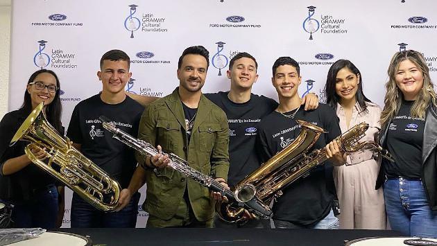 Luis Fonsi regaló instrumentos a escuela afectada por sismos en Puerto Rico