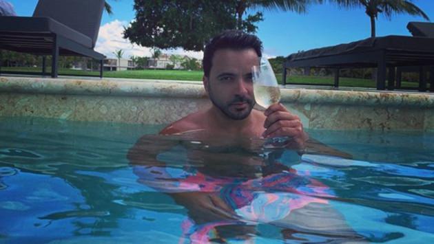 Luis Fonsi vuelve a comentar una foto de su esposa