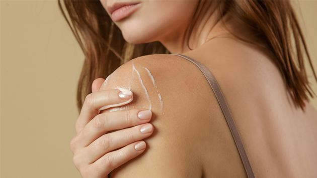 ¡Mantén la piel de tus hombros y brazos increíble con estos tips!