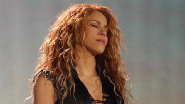 Mira cómo Shakira le cantó 'Feliz cumpleaños' a su papá en concierto