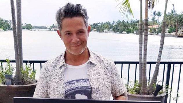 Mira el nuevo corte de cabello de Alejandro Sanz