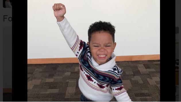 ¡Mira la reacción de este niño cuando se entera de que será adoptado!