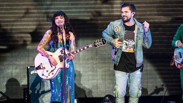 Mon Laferte y Juanes enamoraron al Forum de Los Ángeles