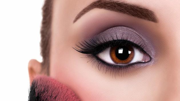 Así podrás hacer lucir tus ojos más grandes