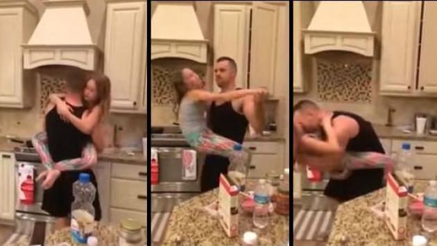rozando por detras a mam en la cocina youtubecom