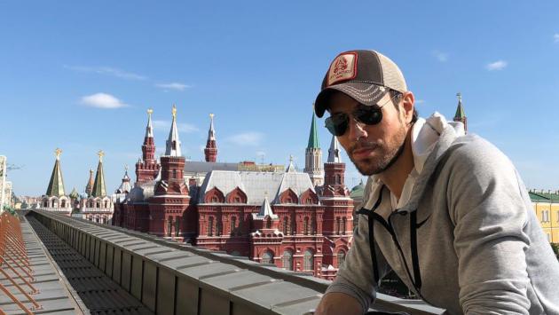 Así fue como Enrique Iglesias grabó el video de 'Duele el corazón'
