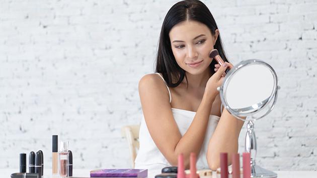 ¿Poco tiempo? ¡Aprende a maquillarte en tiempo récord!