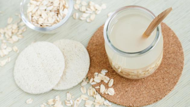 ¿Por qué debes consumir avena en el desayuno?