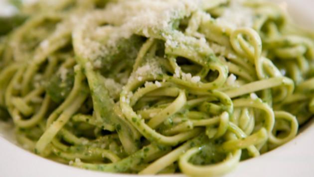 ¡Prepara unos ricos tallarines verdes!