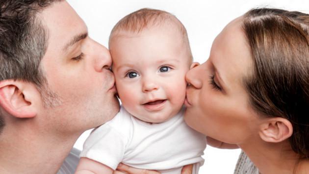 Proponen aumentar en 15 días la licencia por paternidad