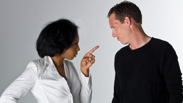 ¿Qué hacer cuando tu pareja te quiere controlar demasiado?