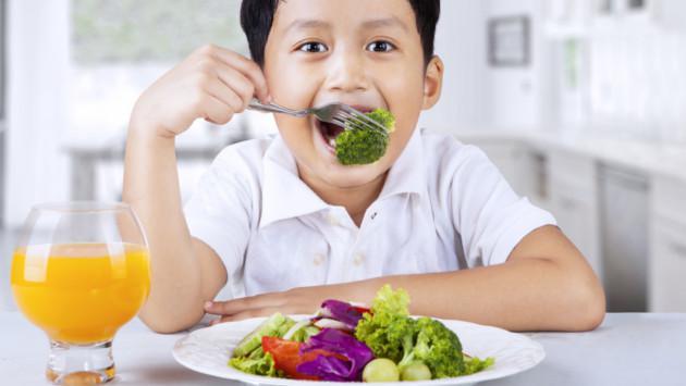 Qué hacer para que tu hijo coma frutas y verduras