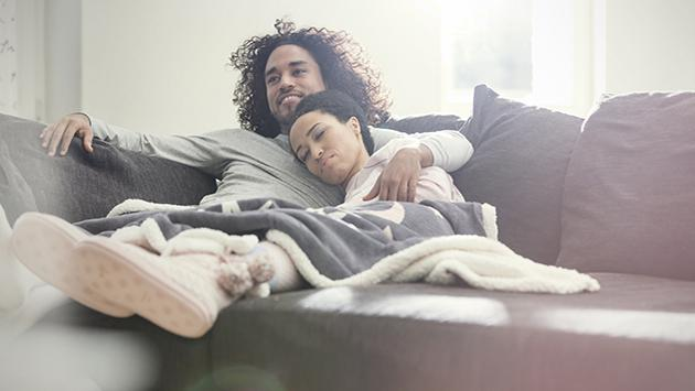 Razones por las que tu pareja no expresa sus emociones contigo