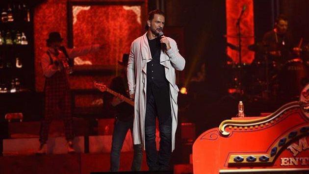 Ricardo Arjona sorprendió a fan en su concierto