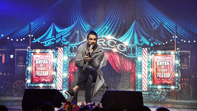 Ricardo Arjona sorprendió a todos al aparecer en un escenario de improviso