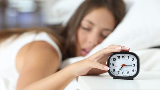 ¿Sabes por qué nosotras debemos dormir más?