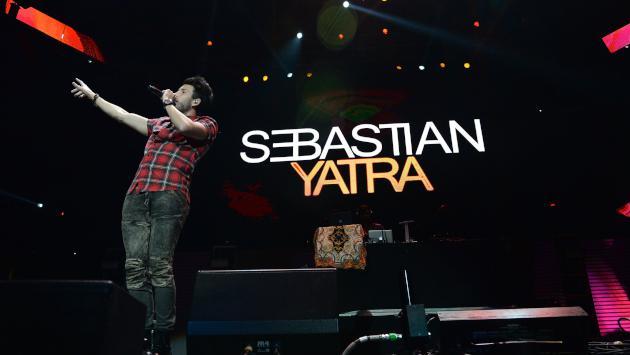Mira a Sebastián Yatra cantando 'Un año' en acústico