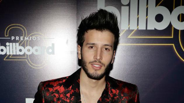 ¿Sebastián Yatra, sin camisa y por las calles de Madrid?