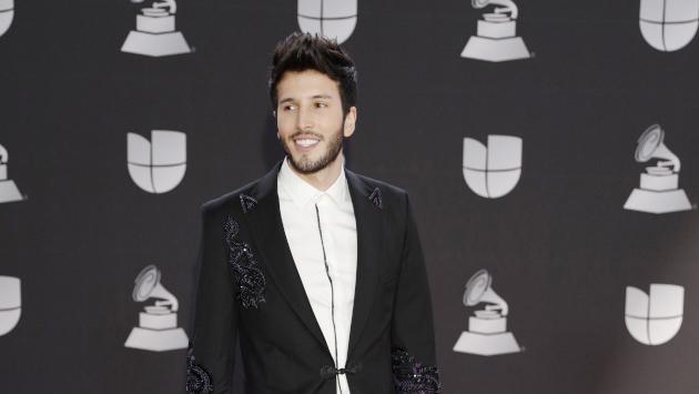 Sebastián Yatra y Beret interpretaron 'Vuelve' en los Premios Odeón