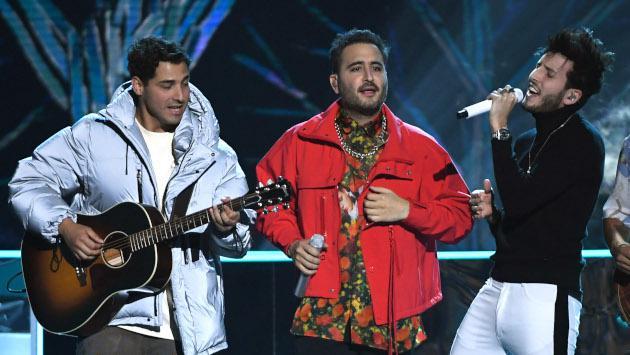 Sebastián Yatra y Reik cantaron por primera vez juntos 'Un año' en los Latin Billboard