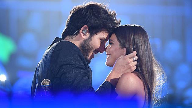 Sebastián Yatra y Tini Stoessel derrochan amor al cantar a dueto 'Un año'