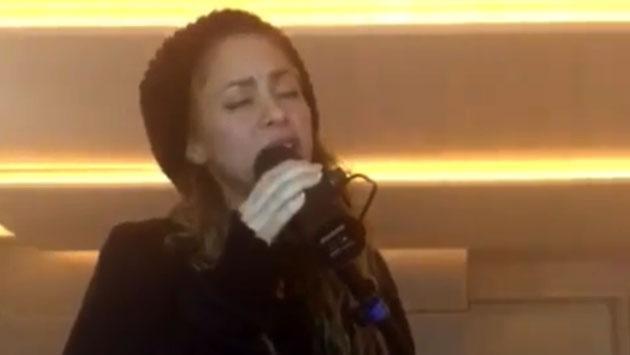 Shakira aparece cantando y sorprende a sus fans