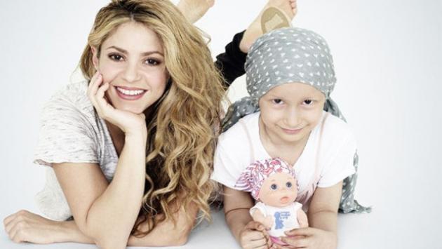 Shakira apoya a los niños con cáncer participando en el diseño de una singular muñeca
