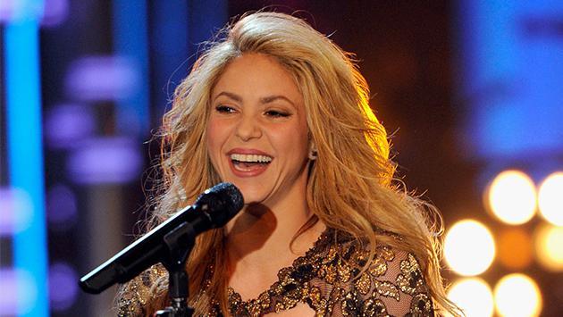 ¡Shakira le saca provecho a la cuarentena y se pone a estudiar!