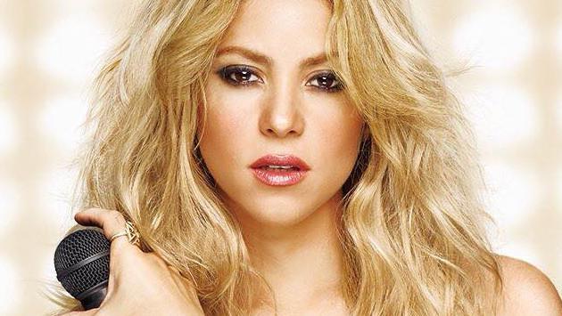 Shakira luce su impactante figura en la playa