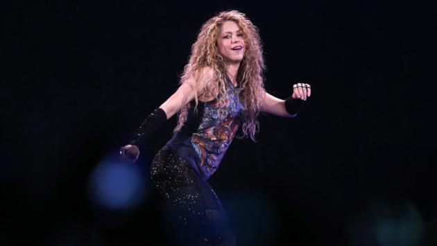 Shakira muestra sus habilidades para el tenis