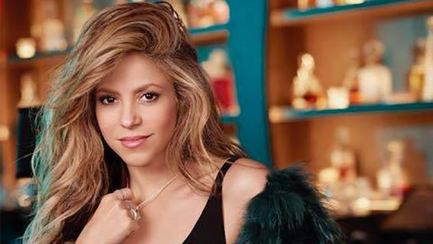 Shakira se muestra orgullosa de jóvenes graduados de su fundación