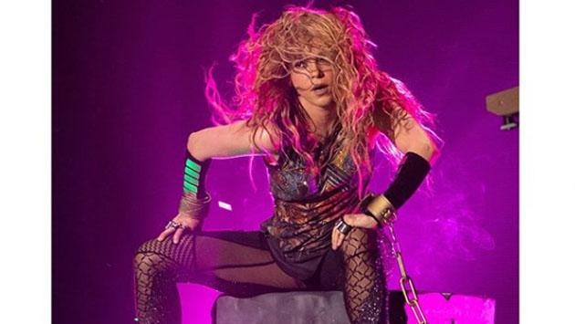 Shakira se salva de ser aplastada en concierto