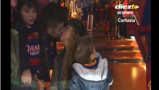 Shakira y su romántico beso con Gerard Piqué