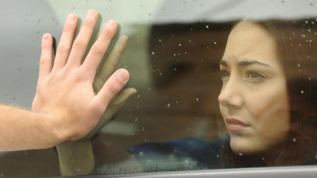 Si tuvieras que viajar y separarte de tu pareja por mucho tiempo ¿terminarías o no con la relación?