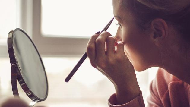 Errores más comunes al maquillar tus cejas