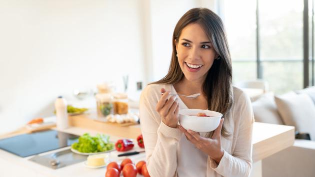 ¡Sigue estos secretos para comer menos sin pasar hambre!